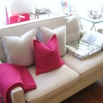 Helsinki Loveseat with Pink (Medium)